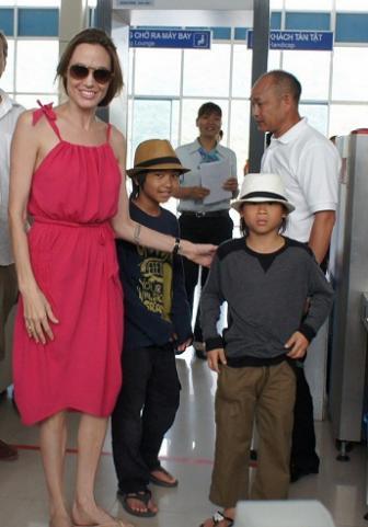 Angelina Jolie 44 Kiló! Mi Van Vele?